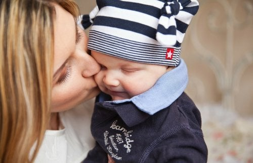 赤ちゃんにキスするのは危険