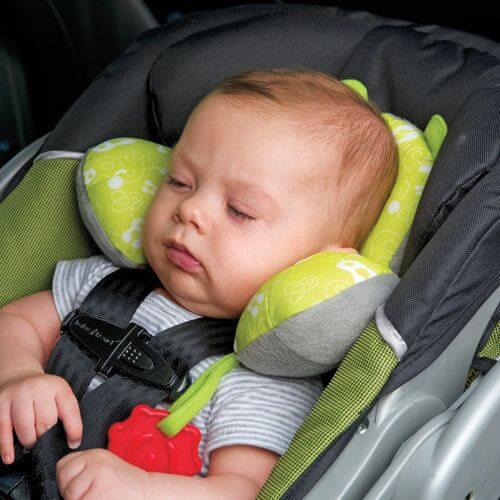 チャイルドシートの安全性:子どもを寝かせたままにしないで