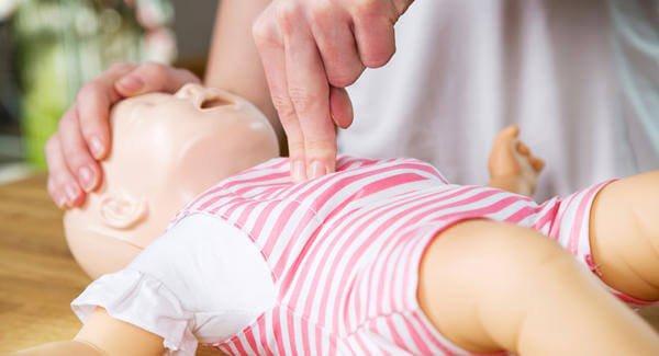赤ちゃんへの心肺蘇生法