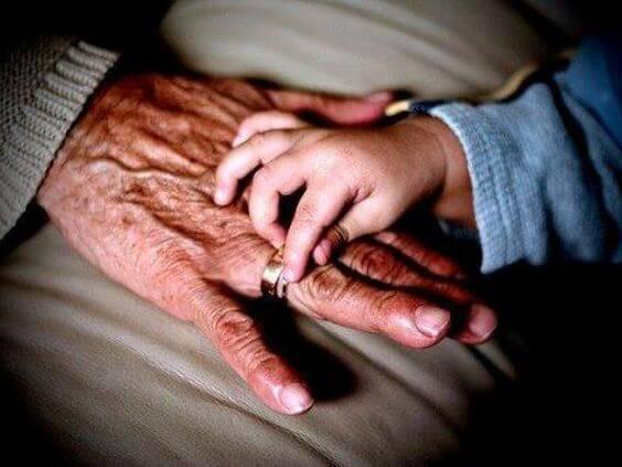 母方の祖母が子どもにとって重要な理由とは?