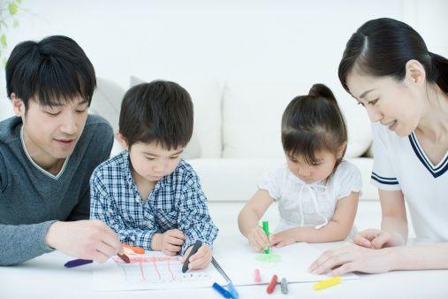 子供に教える両親