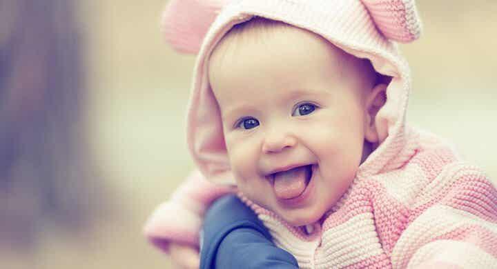 赤ちゃんは両親からユーモアのセンスを発達させる