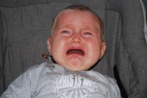 赤ちゃんを泣いたままにしてはいけない