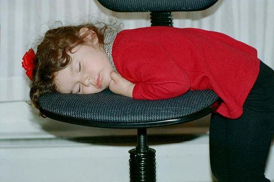 子供を遅くに寝かしつけることの影響