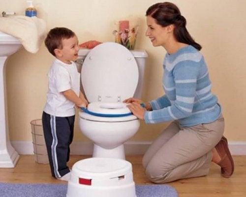 子どもにトイレトレーニングをする
