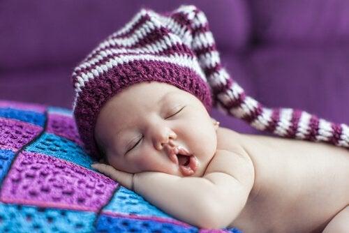 赤ちゃんに眠ることを覚えさせるコツ