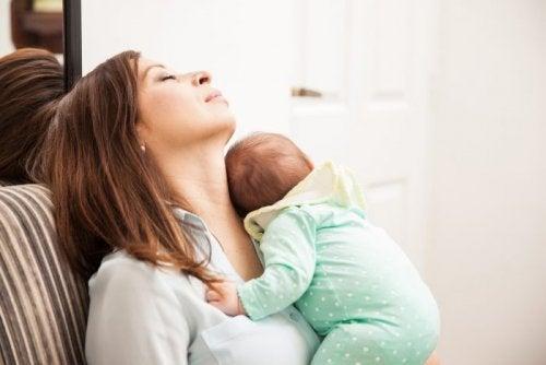 子育てによる母親と父親の疲労感の違いはなぜ?