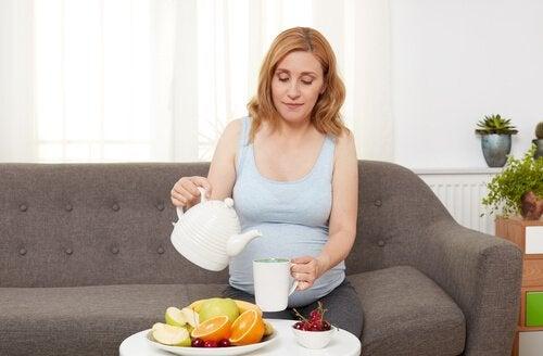 フルーツと妊婦