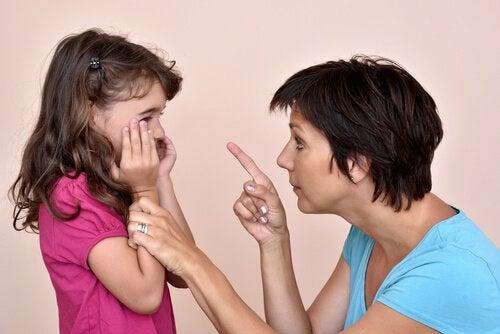 脅しを使う子育て:やってはいけない理由とそのやめ方