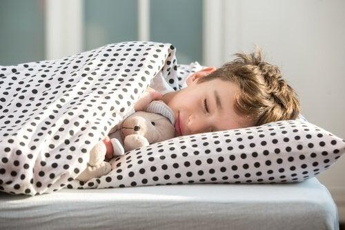 各年齢の子どもの就寝時間