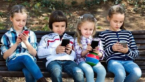 12歳以下の子供がスマホを使うべきでない8の理由