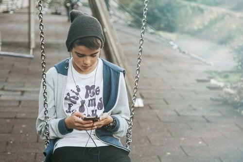 テクノロジーに依存してしまう子どもたち
