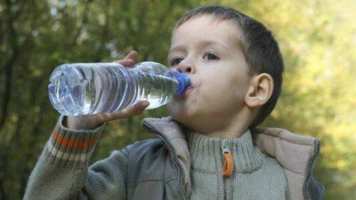 生後6ヵ月未満は水は必要ない