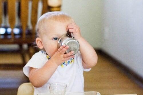 赤ちゃんに水をあげる正しいタイミングとは?