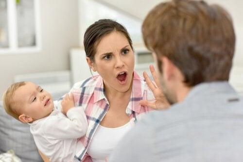 子供の前で言い合うことは大きな間違い