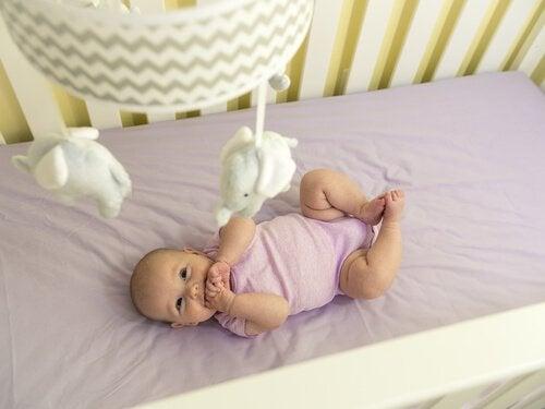 生後3ヵ月:動きと感覚の発達