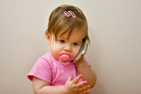 子どもがまだしゃべらないのを心配すべき?