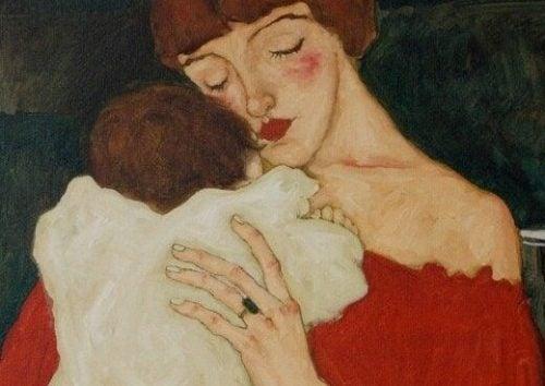 赤ん坊を抱きしめる母親