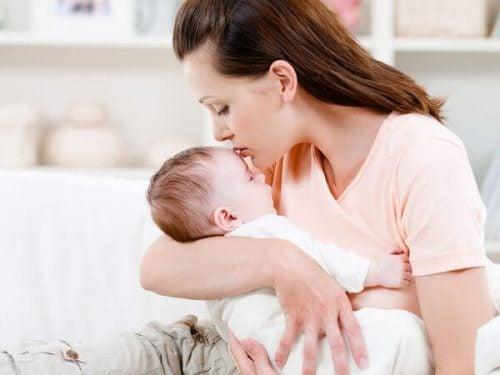 赤ちゃんを抱っこするべき理由