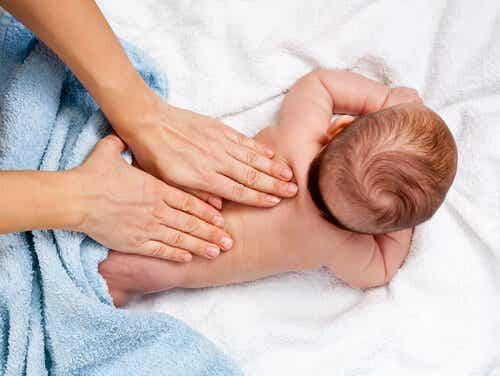 赤ちゃんの五感を刺激する方法