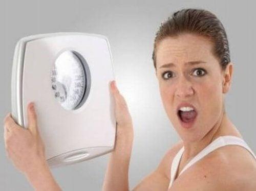 母乳育児で体重は減る?増える?