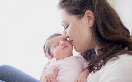 赤ちゃんへキス