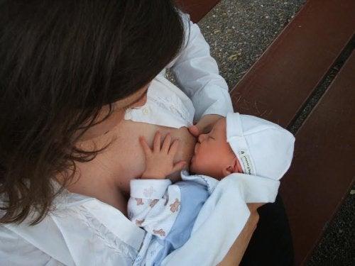 母乳を保存する