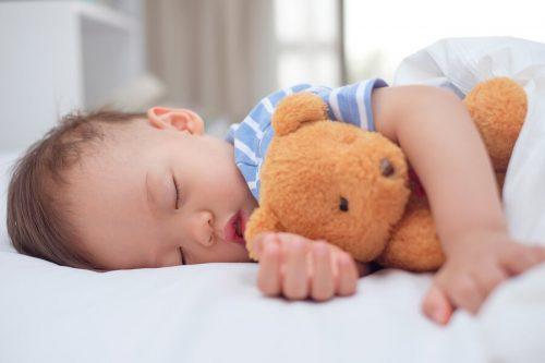 赤ちゃんのお昼寝は何歳まで必要?