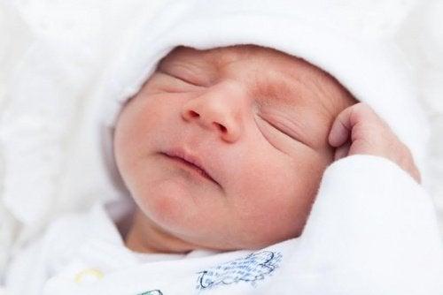 赤ちゃんが眠りにつけない5つの理由