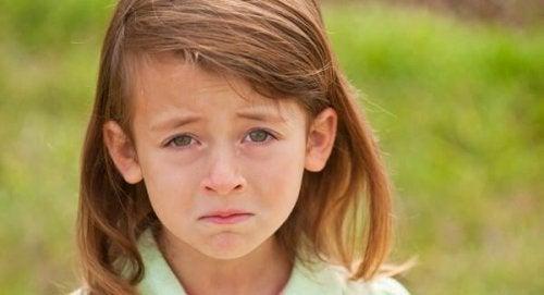悲しい目の女の子