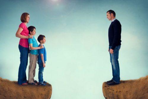 引き裂かれる家族