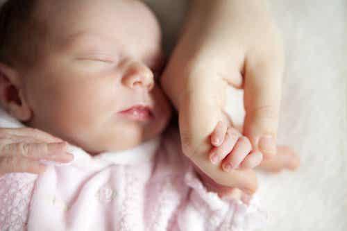 赤ちゃんと接する前に手洗いが必要な理由