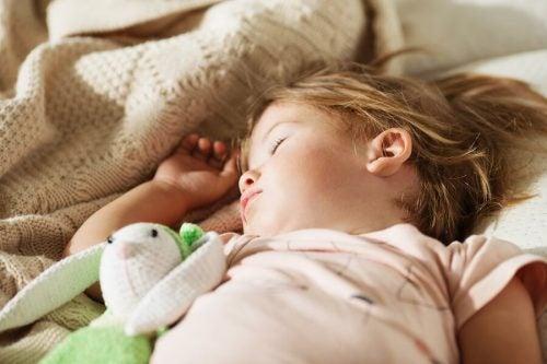 子供を自分のベッドで眠らせる3つのコツ