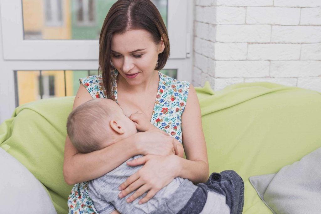 母乳育児のメリットとデメリット