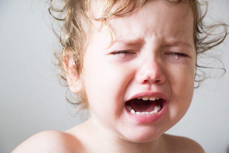 泣いている子ども 赤ちゃんが眠らないとき