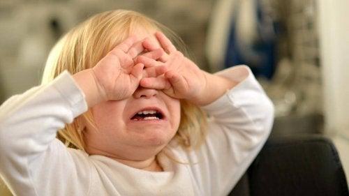 泣いている子ども 癇癪