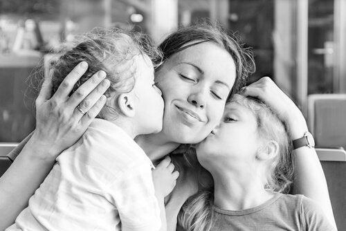 母親と二人の子供 2人目の子供