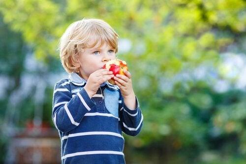食べ物を口に戻してしまう反芻症とは?