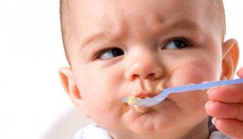 赤ちゃんが食事を拒否する時どうすればいいの?