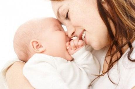 赤ちゃんとの絆を深める8つのコツ