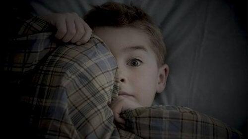 子どもの恐怖 の克服を助けるには