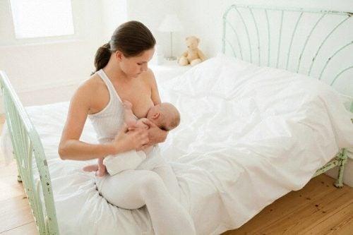 乳首の痛み、ひび割れの予防法と治療法
