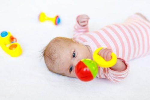 赤ちゃんに最適な8つのおもちゃ