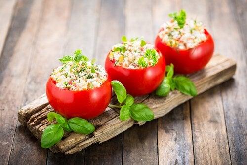 夕食-トマト詰め物