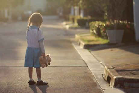 子供のうつ病:原因、予防、治療法
