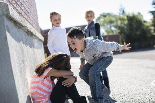 世界の学校に存在する5種類のいじめについて
