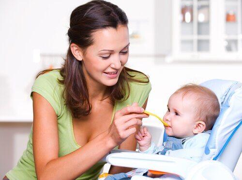 生後1年間に必要な栄養について