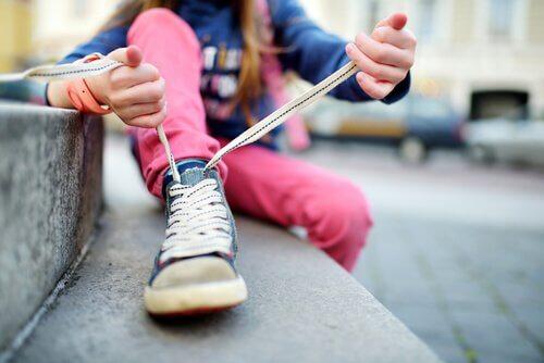 子供に靴紐の結び方を教える時のコツとは?