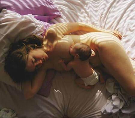 ベッドで授乳