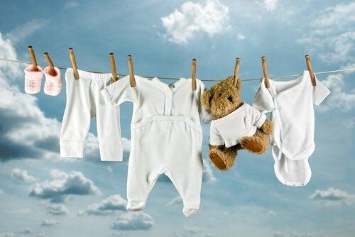 赤ちゃんの服を 洗濯 する